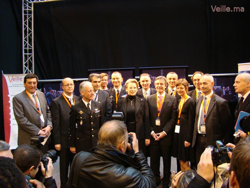 Madame Michel Alliot Marie avec les auteurs du livre blanc sur la sécurité